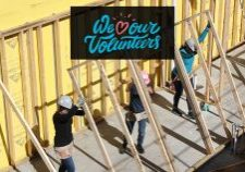 3-women-raising-wall_we-heart-volunteers3